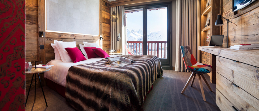 france_espace-killy-ski-area_tignes_village-montana-hotel_bedroom.jpg